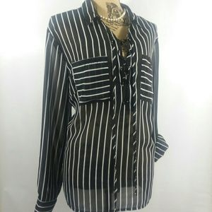 Shear black~ white striped blouse 3 / 4 tab sleeve